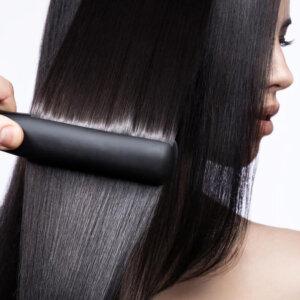 Plaukų tiesinimas keratinu