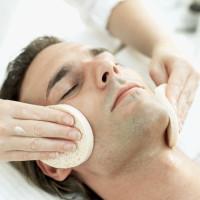 Drėkinanti ir gaivinanti veido procedūra vyrams